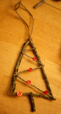 Christmas Tree Ornament, Rustic Ornament, Stick Ornament This stick ornament craft is the perfect rustic Christmas gift for anyone! Even better, they are incredibly easy to make with the kids or on your own. This easy rustic ornament is a must!