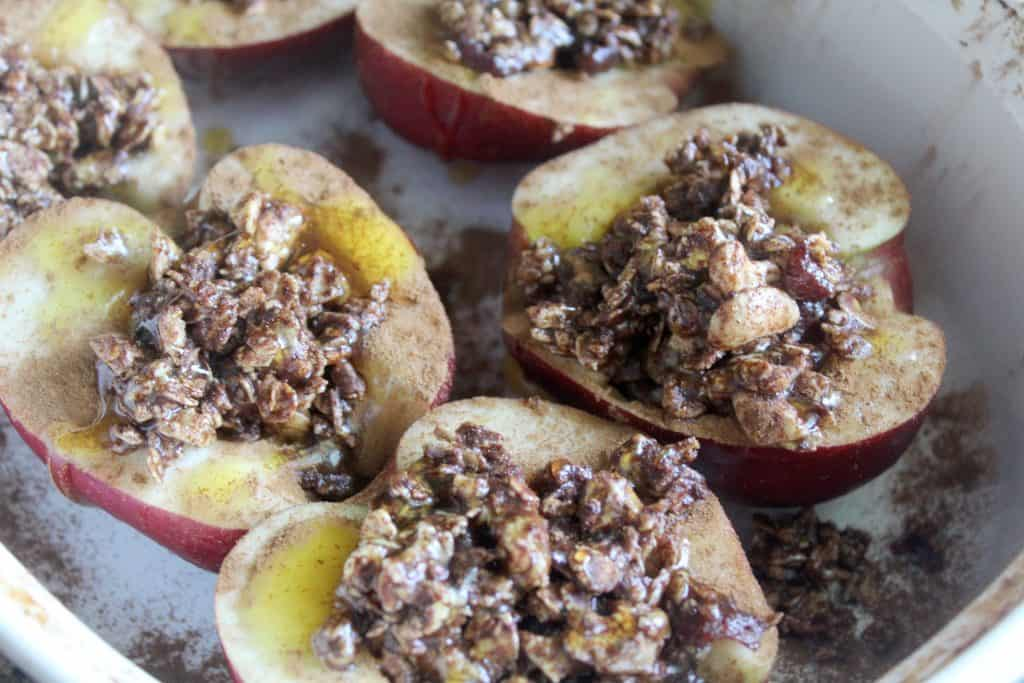 These allergy-friendly baked apples are an easy allergy friendly recipe any family is sure to enjoy! Don't miss these easy gluten free baked apples!